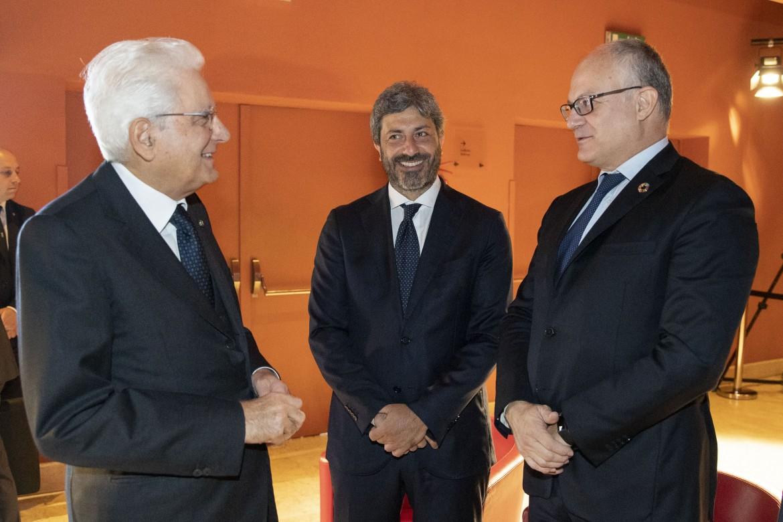 Il presidente della Repubblica Mattarella con quello della Camera Fico e il ministro Gualtieri (Mef)