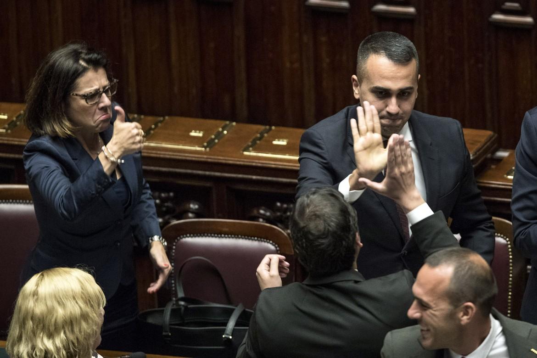 Camera dei deputati, 8 ottobre: la ministra De Micheli e il ministro Di Maio esultano sui banchi del governo dopo l'ok al taglio dei parlamentari