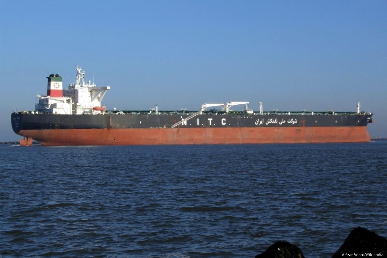 Una petroliera iraniana nel golfo di Hormuz