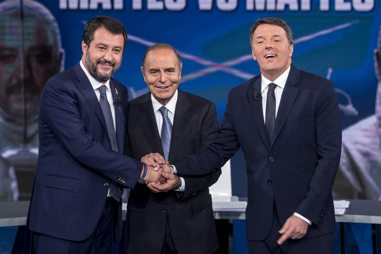 Matteo Salvini e Matteo Renzi con Bruno Vespa ieri nello studio di Porta a Porta