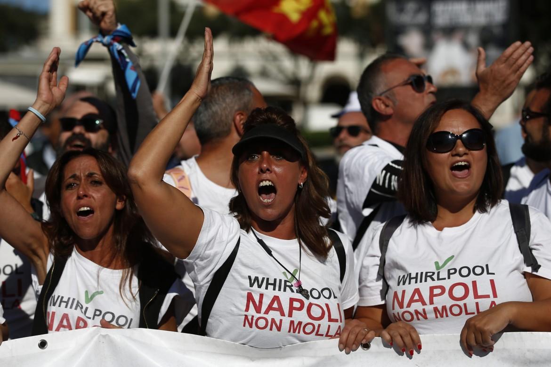 La lotta dei lavoratori Whirlpool di Napoli