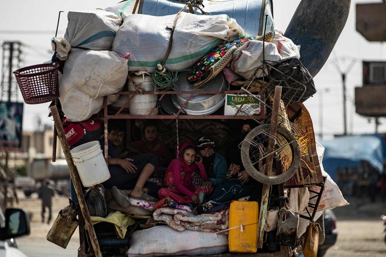 Sfollati dalle zone di confine tra Siria e Turchia arrivano a Tel Temer