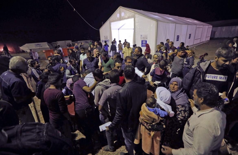Profughi siriani dal Rojava arrivano al campo di Bardarash, a Dohuk, nel Kurdistan iracheno