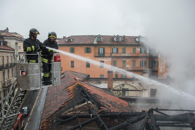 Torino, incendio alla Cavallerizza Reale