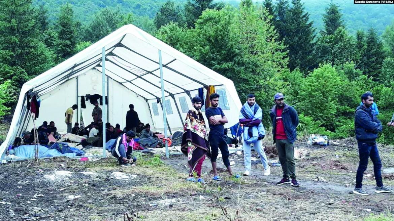 Le autorità bosniache «ricollocano» la tendopoli