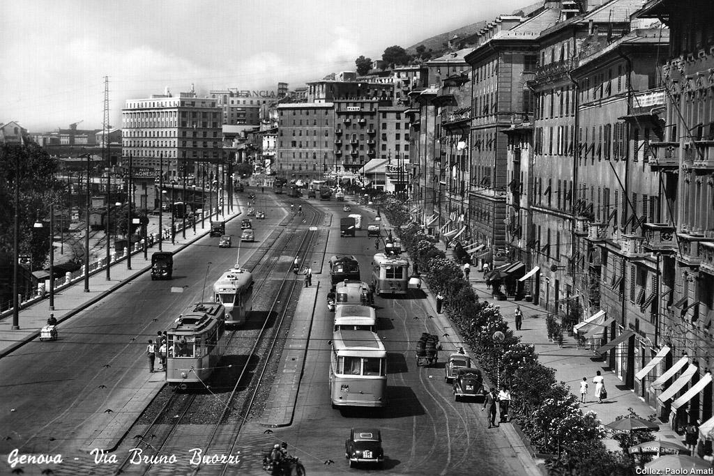 Un'immagine di Genova negli anni Sessanta, uno scorcio di via Bruno Buozzi