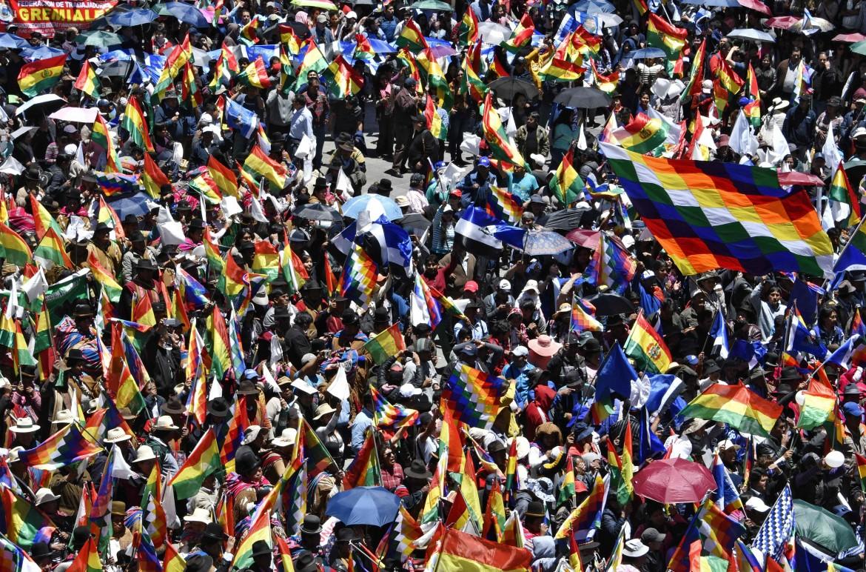 La Paz, sostenitori di Evo Morales in piazza San Francisco
