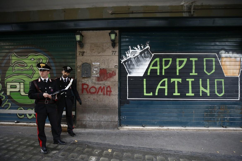 Roma, Colli Albani, Carabinieri sul luogo della rapina.