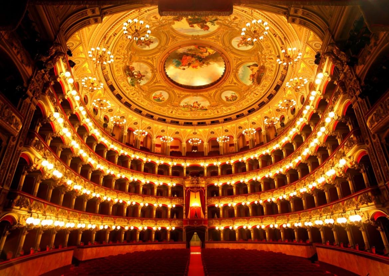 Il bellissimo interno del teatro Bellini di Catania