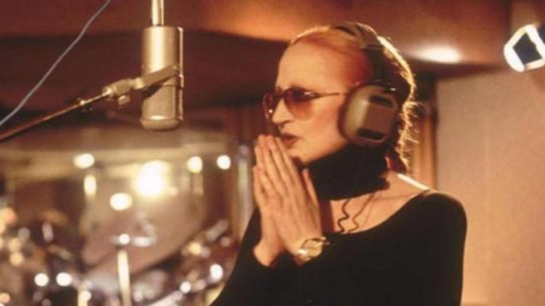 Mina in studio, 2001