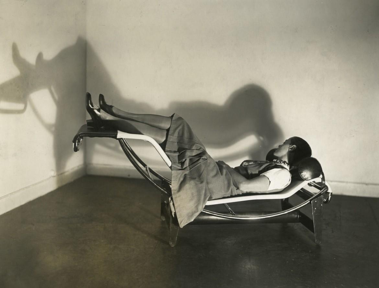 «Chaise longue LC4 modello B306» (1928), collaborazione di Perriand, Le Corbusier e Jeanneret