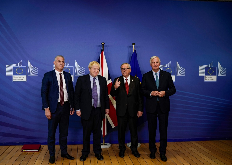 Stephen Barclay, Boris Johnson, Jean-Claude Juncker e Michel Barnier a Bruxelles