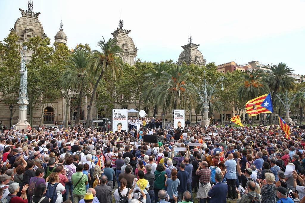 Protesta davanti al  Tribunal Superior de Justicia de Cataluña