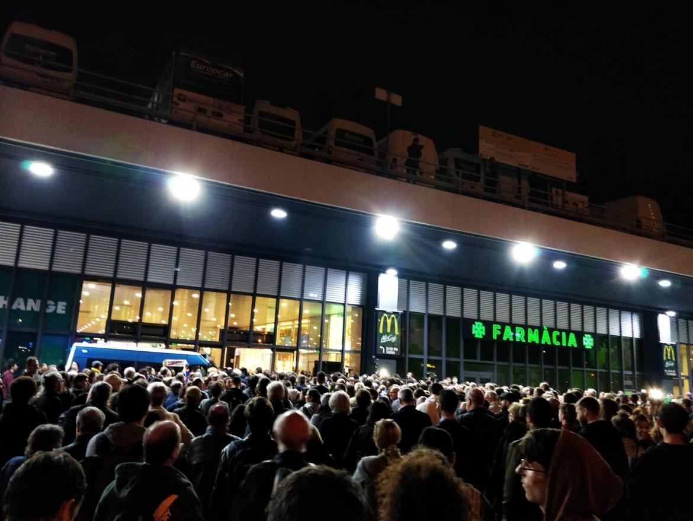 La manifestazione dei Comitati di difesa della repubblica alla stazione Sants di Barcellona