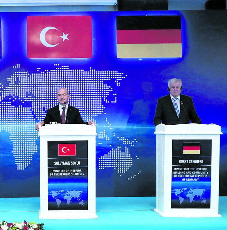 Il ministro degli interni turco Suleyman Soylu e quello tedesco Horst Seehofer