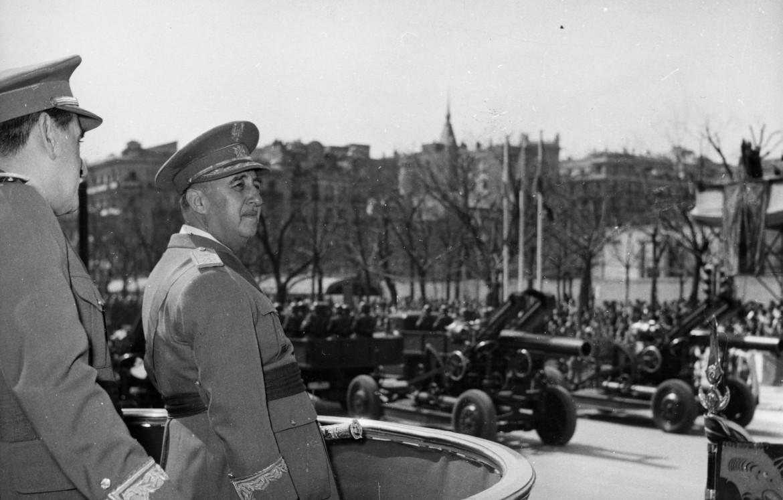 Il dittatore Francisco Franco in una foto del 1955