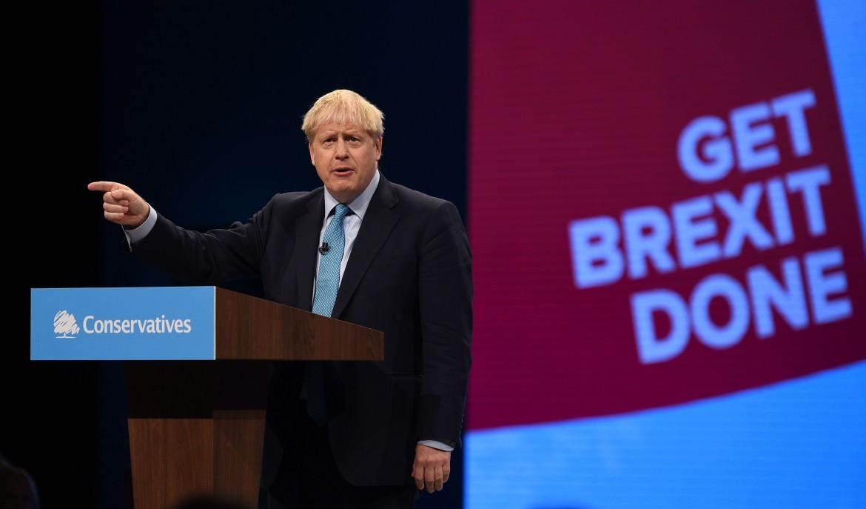 Boris Johnson sul palco di Manchester