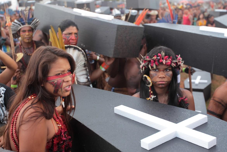 Brasilia, protesta indigena contro le politiche di Jair Bolsonaro