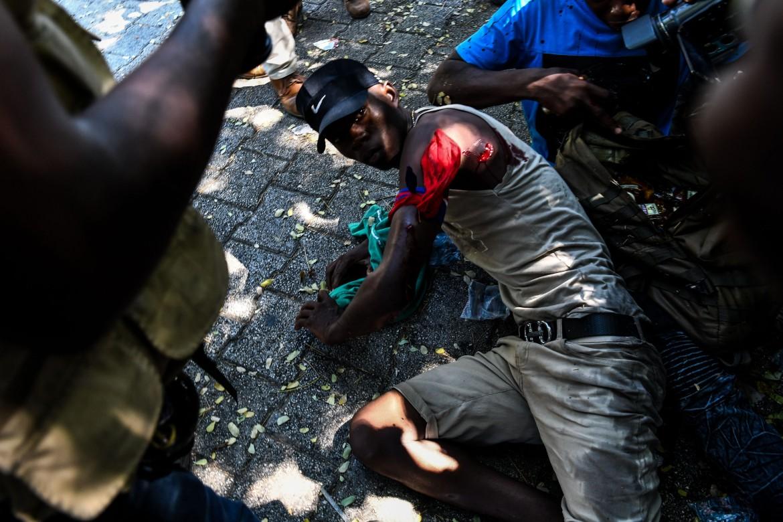 Manifestanti feriti a seguito delle azioni delle polizia