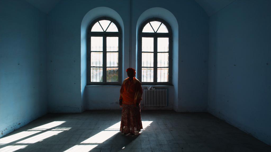 Un fotogramma di «Stanze», video-installazione del 2010 di Gianluca e Massimiliano De Serio