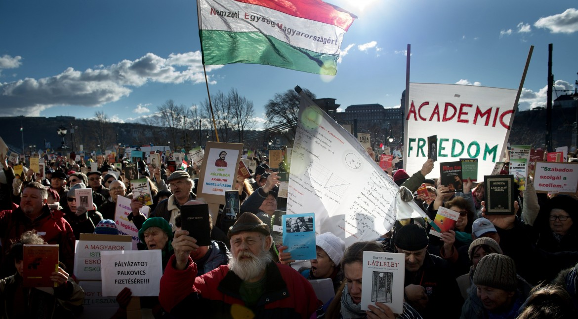 Budapest, manifestazione del mondo accademico contro Orbán