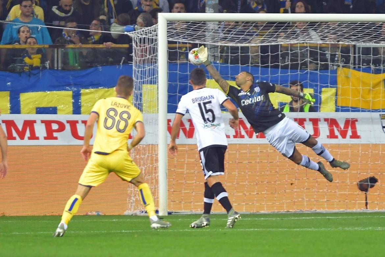 Un momento del match Parma Verona 0-1