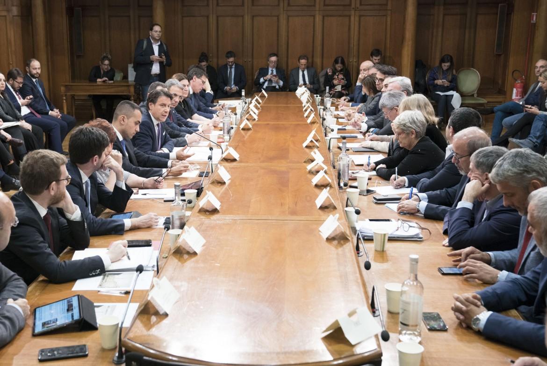 Il vertice governo-sindacati sull'addio di Arcelor Mittal