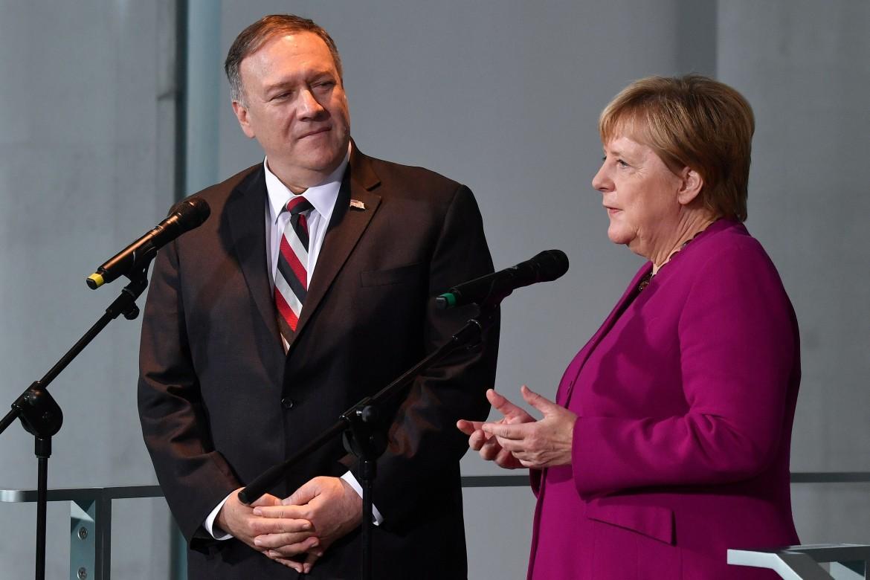 Mike Pompeo e Angela Merkel ieri a Berlino