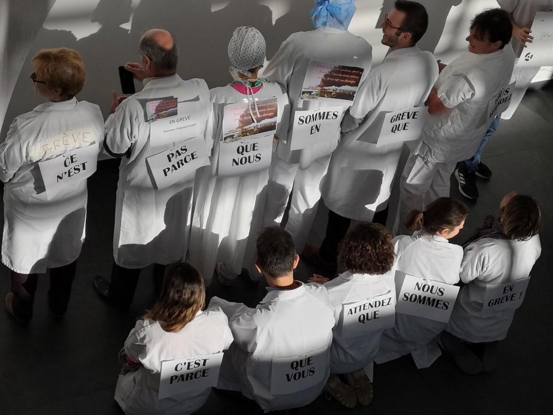 Parigi, la mobilitazione del personale sanitario