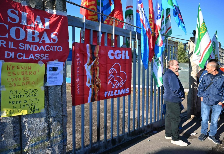 Lavoratori degli appalti Arcelor Mittal protestano a Taranto