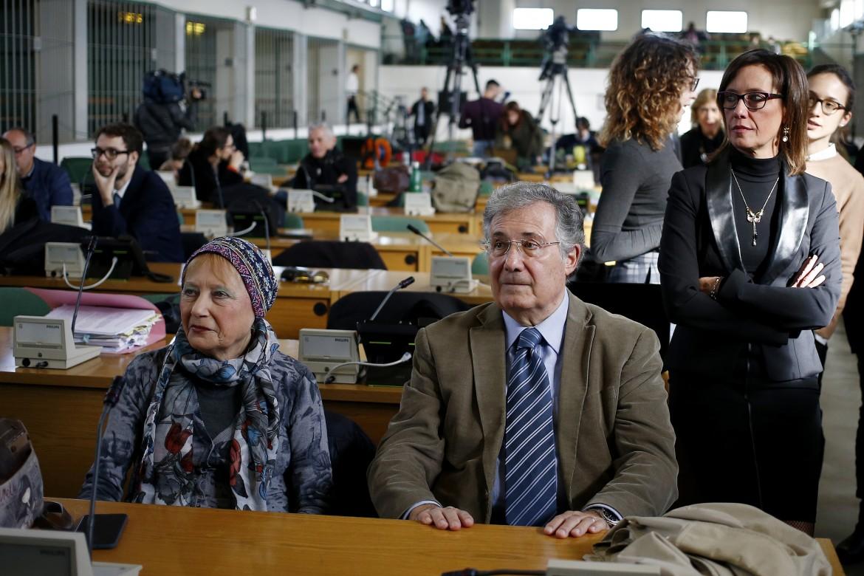 La famiglia Cucchi in attesa della sentenza, nell'aula bunker di Rebibbia