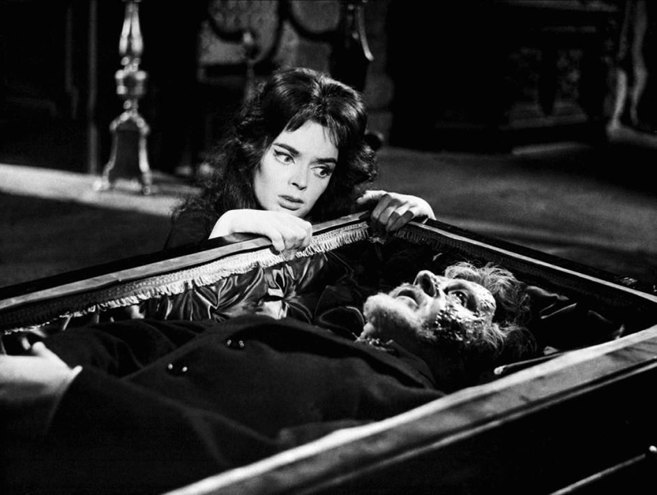 Barbara Steele in una scena de «La maschera del demonio»