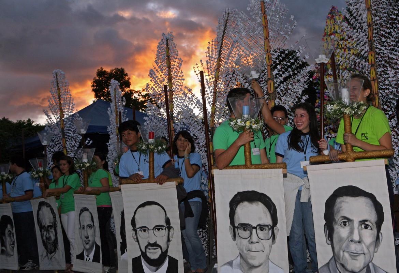 San Salvador ricorda i sei gesuiti uccisi con le loro domestiche all'Uca il 16 novembre 1989