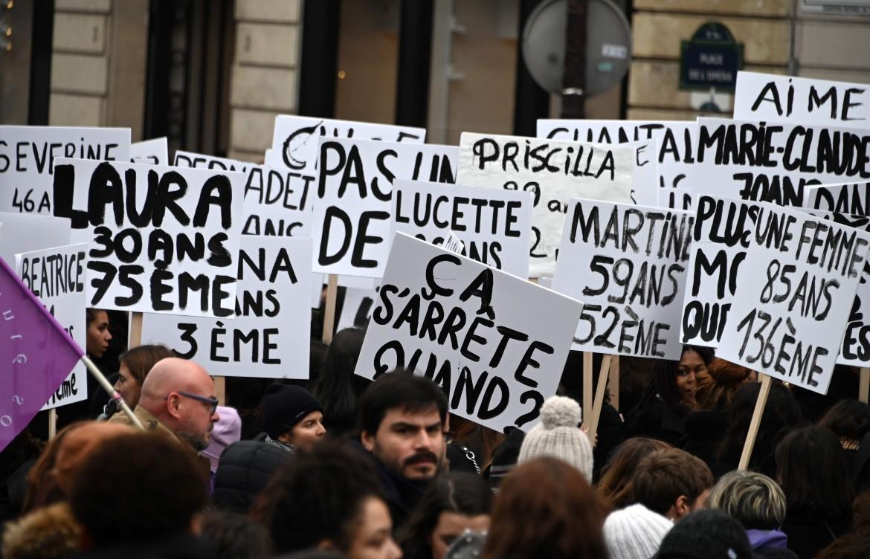 Parigi, la manifestazione contro la violenza maschile