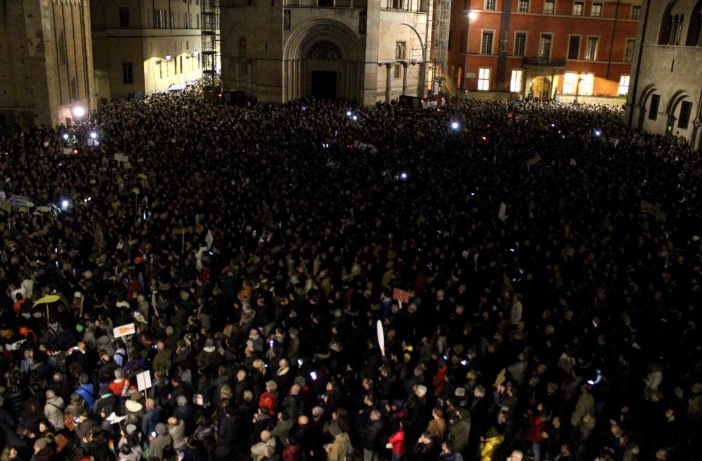 Parma, il popolo delle sardine, ieri sera