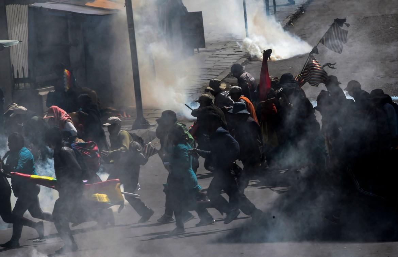 Una manifestazione in solidarietà con Morales attaccata dalla polizia