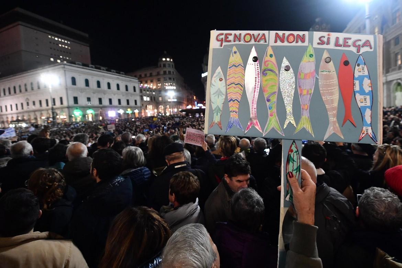 Le sardine in piazza De Ferrari a Genova