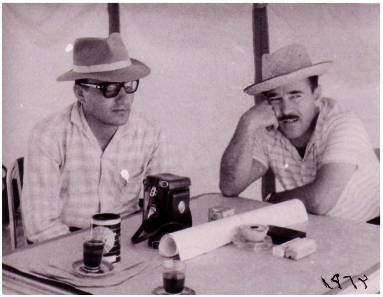 Khaled al-As'ad  (a sinistra) e Adnan Bounni, fotografati a Palmira nel 1963 © collezione privata famiglia Bounni