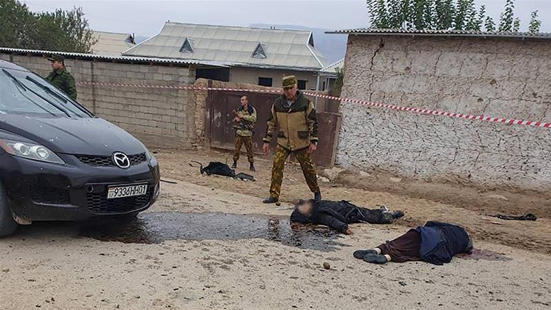 I corpi di militanti dell'Isis uccisi al confine