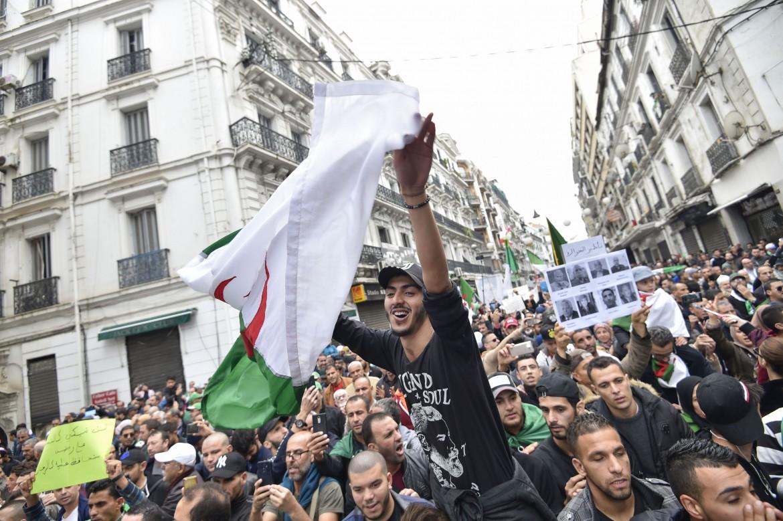 La manifestazione che ha attraversato Algeri venerdì scorso