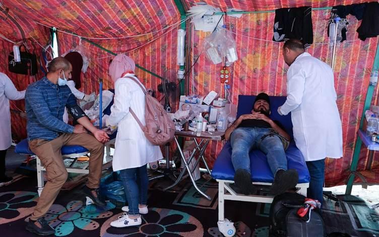 Una clinica mobile autogestita in piazza Tahrir a Baghdad