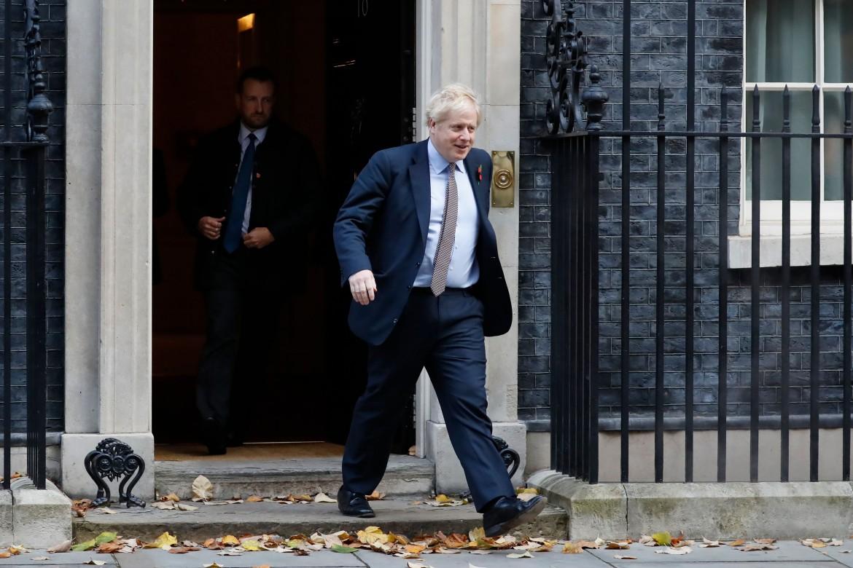 Boris Johnson lascia Downing Street; in basso Jeremy Corbyn