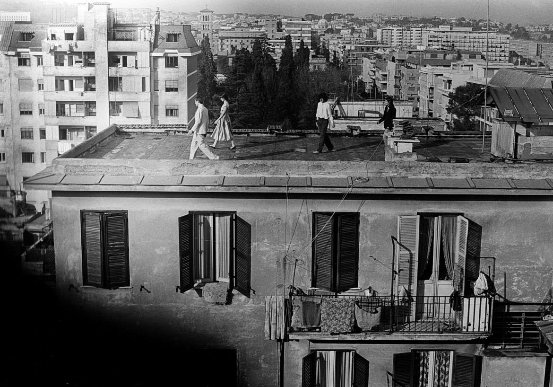 La Gaia Scienza, Una notte sui tetti (esterno notte) performance Roma, 17 dicembre 1977, foto Piero Marsili Libelli