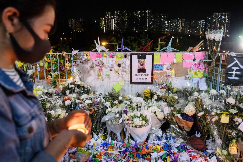 La commemorazione dello studente morto a Hong Kong