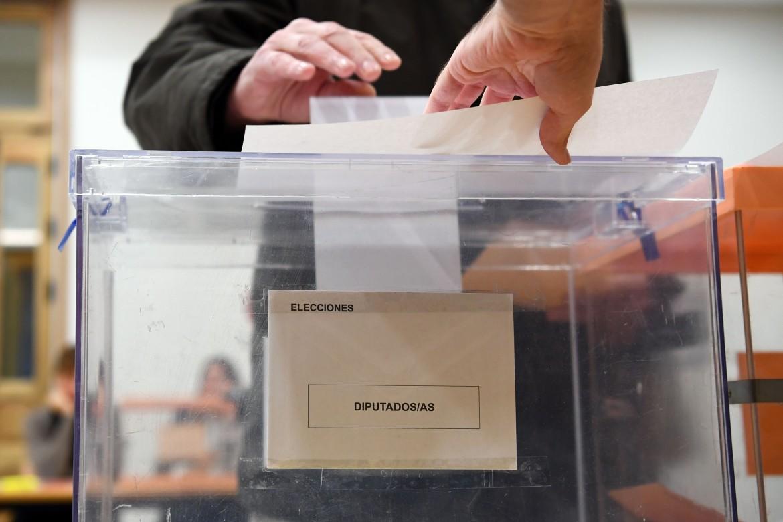 Un seggio elettorale a Madrid