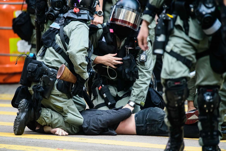 Uno degli oltre 260 arresti di ieri a Hong Kong