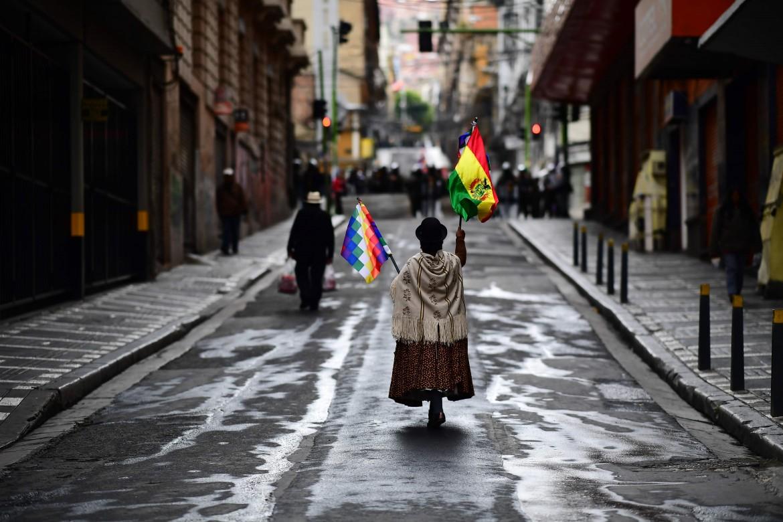 Supporter di Morales a La Paz dove il 14 novembre si è svolta un'altra manifestazione a favore dell'ex presidente