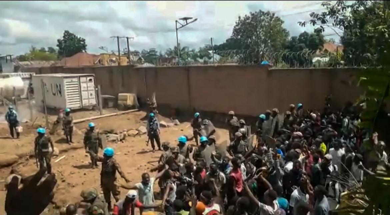 Alta tensione ieri davanti al compound Onu di Beni