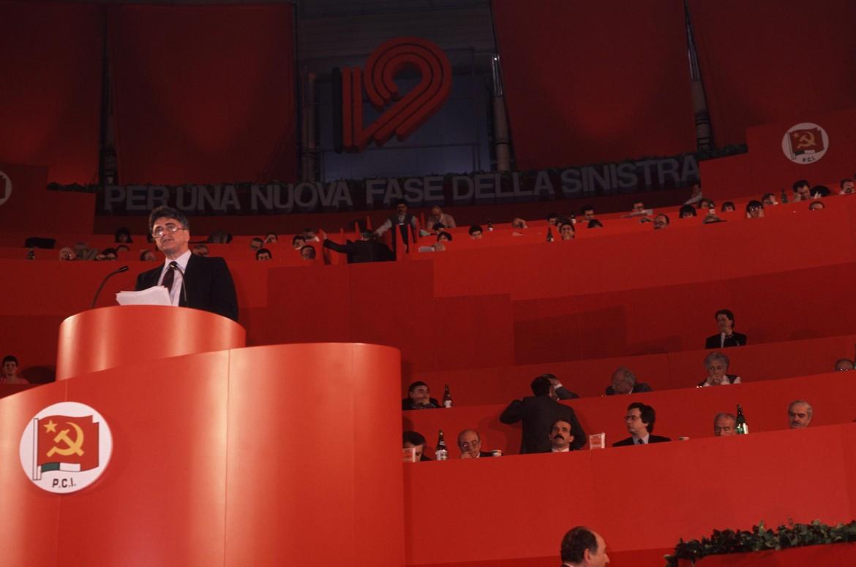 Achille Occhetto sul palco della Bolognina
