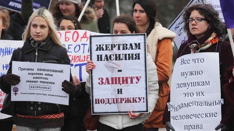Mosca, manifestazione contro la violenza maschile